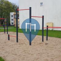 Piła - Parc Street Workout - Śniadeckich/ Szkoła