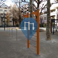 Tokyo - Barra per trazioni all'aperto - Nishimachi Park