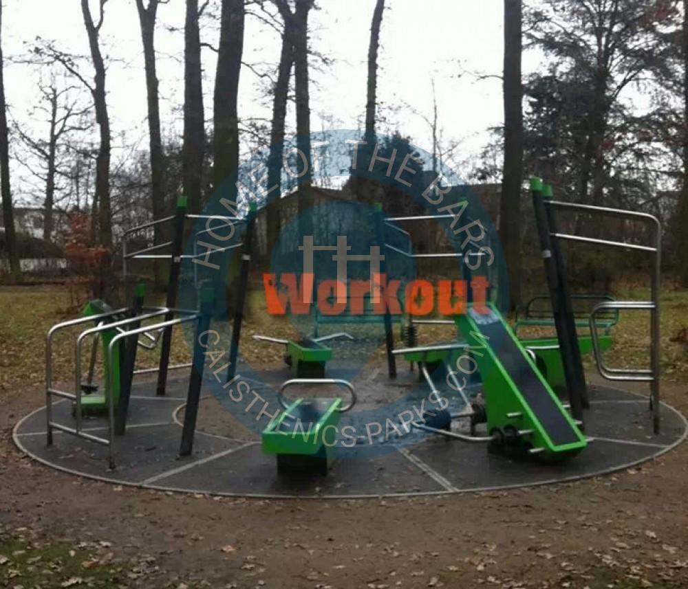 obertshausen outdoor fitness park im waldpark deutschland spot. Black Bedroom Furniture Sets. Home Design Ideas