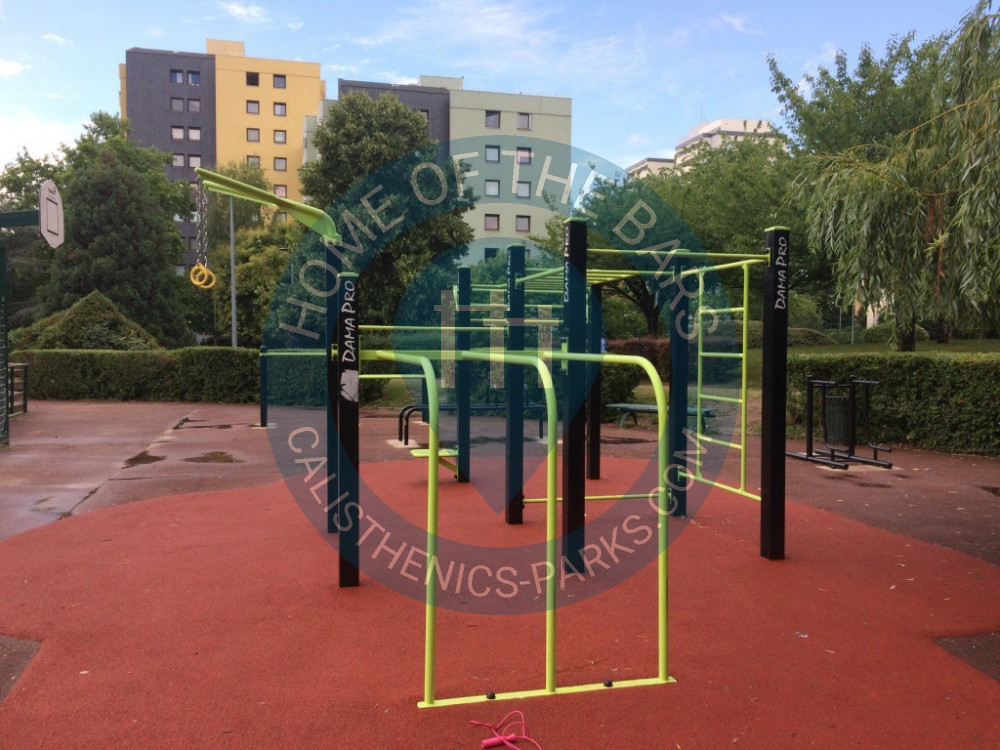 boissy saint l ger parc street workout place de la ch naie france spot. Black Bedroom Furniture Sets. Home Design Ideas