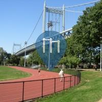 New York City - Klimmzugstangen  - Astoria Park