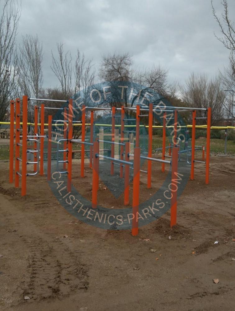 Santa coloma de gramenet calisthenics equipment parc for Chiquipark en santa coloma de gramenet
