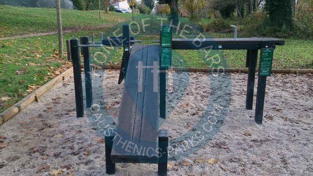 L 39 isle d 39 abeau street workout park france spot for Piscine isle d abeau