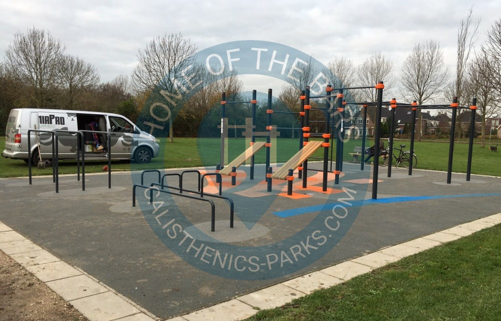 Hoofddrop_outdoor_exercise_gym_barmania.pro;  Hoofddrop_street_workout_park_barmania.pro